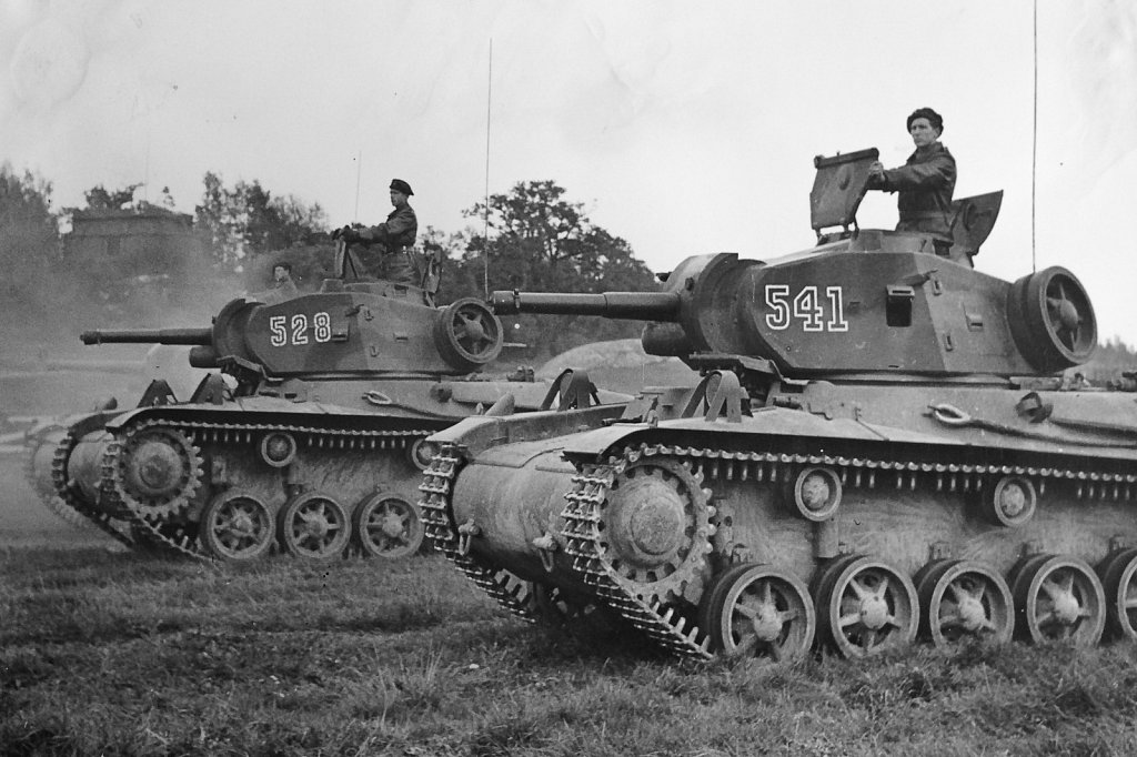 Strv m/42, parad på Gärdet, september 1943