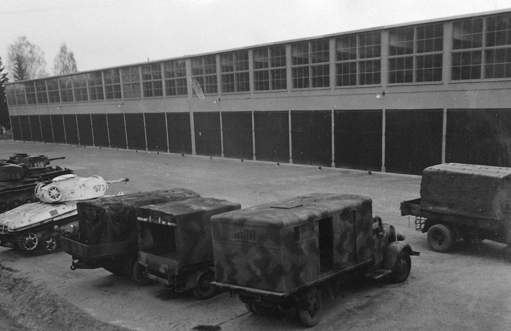 P3:s verkstäder, exteriör, april 1945