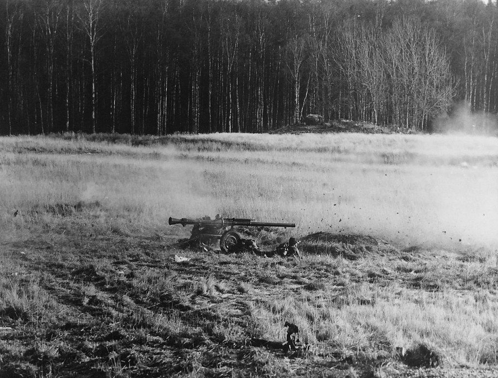 Eldgivning med 9 cm pvpj 1110, 1966