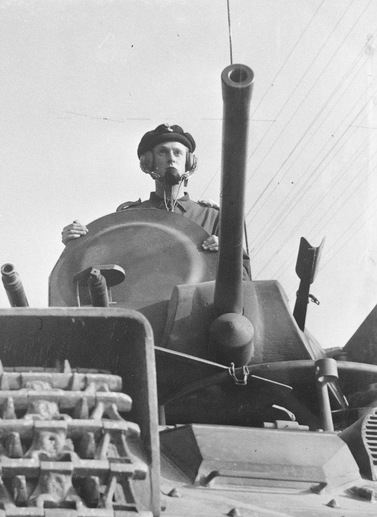 Vagnchef i strv m/42, Strängnäs, augusti 1942