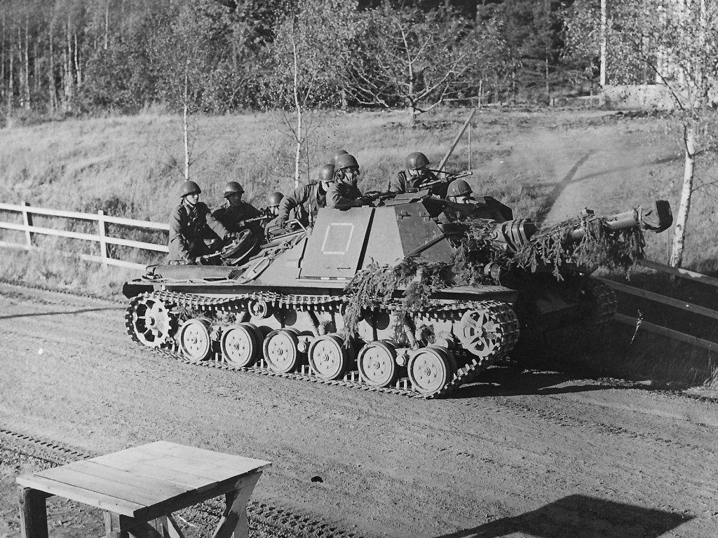 Ikv 103 med skyttesoldater, Norrköpingstrakten, oktober 1959